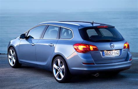 Opel Astra Estate by Opel Astra Sports Tourer Estate Car Wagon 2010 2012