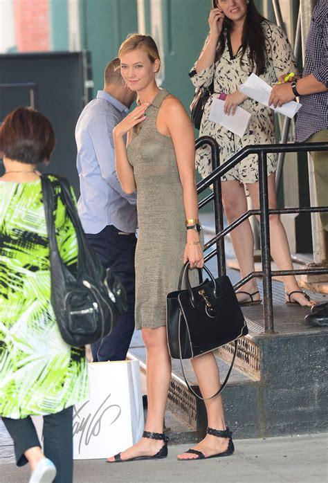 Karlie Kloss Traverses Nyc With Jason Bag Purseblog