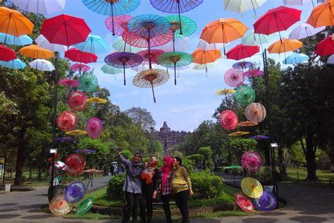 travelingyukcom  deretan tempat wisata  payung