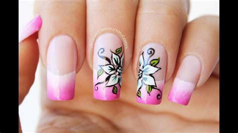 decoracion de unas flores sobre degradado flower nail
