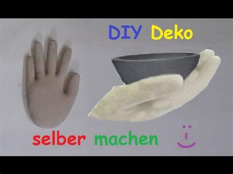 gips gießformen selber machen diy deko aus beton oder gips mit latexhandschuh selber machen betonhand gipshand