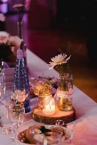 Baumscheiben Deko Hochzeit : tischdeko zur hochzeit mit baumscheiben und einmachgl sern im vintage look foto ben kruse ~ Yasmunasinghe.com Haus und Dekorationen