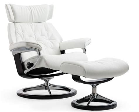Poltrone Stressless by Stressless Skyline Signature Base Recliner And Ottoman By