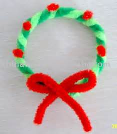 green and red pipe cleaner wreath kids craft xmas christmas winter crafts for kids pinterest