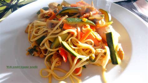 cuisine wok poulet wok poulet nouille légume macaude en cuisine