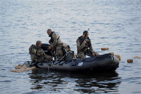 Zodiac Boat Training by File U S Army Special Forces Soldiers Assemble The Engine