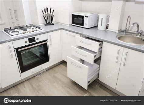 cocina moderna blanca fotos de stock  starush