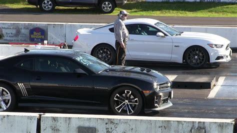 Mustang Vs Camaro Drag Race by 2017 Boosted Mustang Gt Vs Zl1 Camaro Drag Race