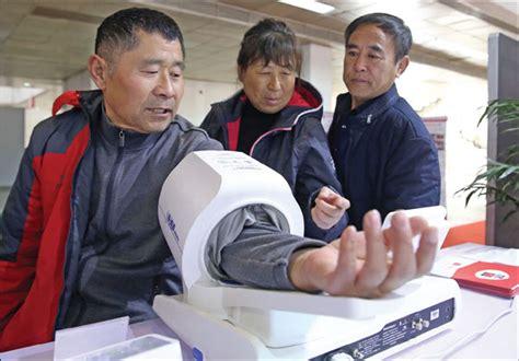 visitor  blood pressure  measured   beijing
