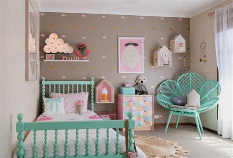 chambre bébé colorée chambre fille nuage pastel vert menthe picslovin