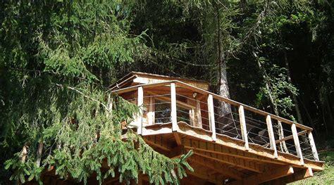 la cabane dans les arbres et le chalet dans les arbres savoie mont blanc savoie et haute
