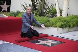 Neil Diamond announces Parkinson's diagnosis, immediate ...