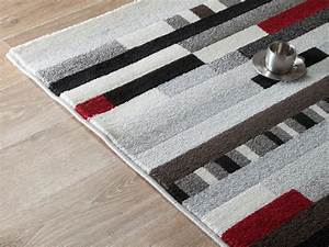 Tapis Gris Blanc : tapis gris blanc rouge id es de d coration int rieure french decor ~ Teatrodelosmanantiales.com Idées de Décoration