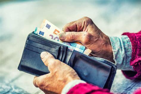 200 EUR pabalstu varētu piešķirt pensionāriem un cilvēkiem ...