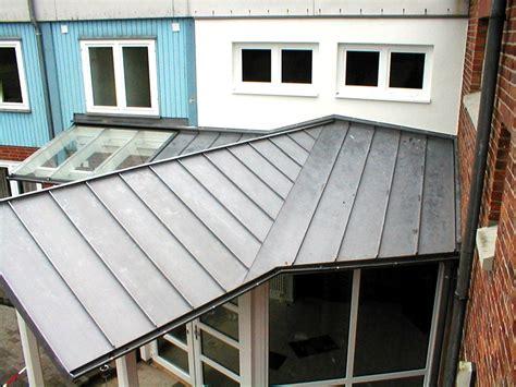 Verschiedene Materialien Fuer Die Dacheindeckung by Dachdeckerei Leitenberger Bergen Dacheindeckungen