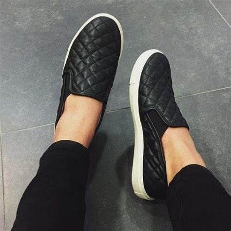 size  steve madden quilted flat black   glossy