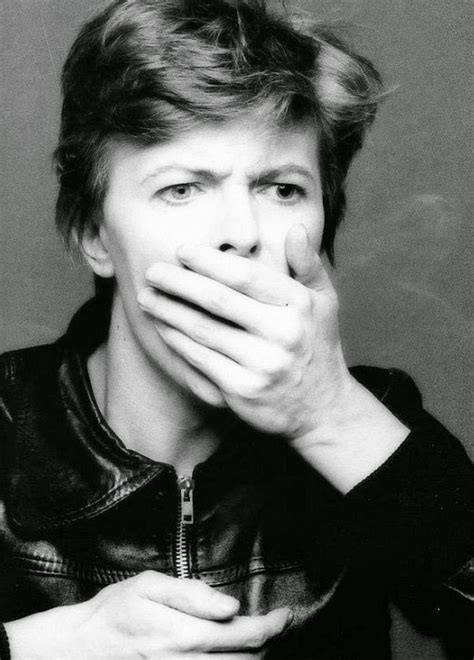 outtakes  david bowies iconic heroes album cover
