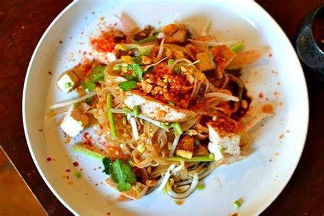 refaire une cuisine recette pad thaï au poulet la recette thaï emblématique