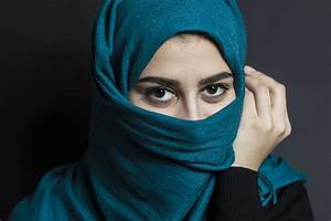 Portrait of a muslim girl with beautiful eyes Photo ...