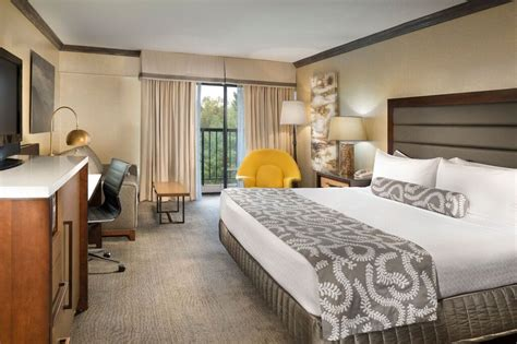 guest rooms asheville crowne plaza