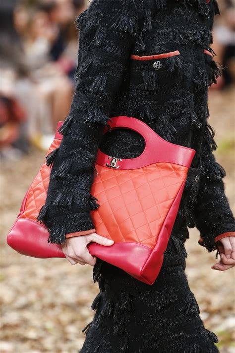 guccy maxi chanel fall winter 2018 runway bag collection spotted