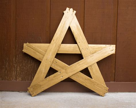 crafting with wood pallets crafty book review upcycled porch star from crafting with wood pallets crafting a green world
