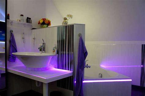 Wir sind heller: LED Ambientelicht im Bad
