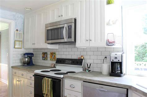Off White Kitchen Backsplash