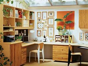 Feng Shui Home Office : home office designed with wooden desk and wall decor home office feng shui suggestions ~ Markanthonyermac.com Haus und Dekorationen