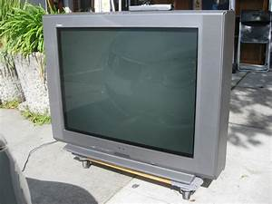 Uhuru Furniture  U0026 Collectibles  2001 Sony Trinitron W   36