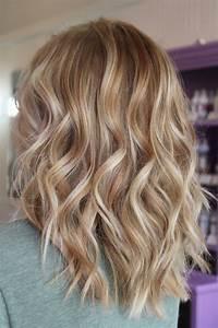 Blonde Mittellange Haare : haarfarbe caramel blond mittellange haare romantische locken haarschnitte und z pfe ~ Frokenaadalensverden.com Haus und Dekorationen