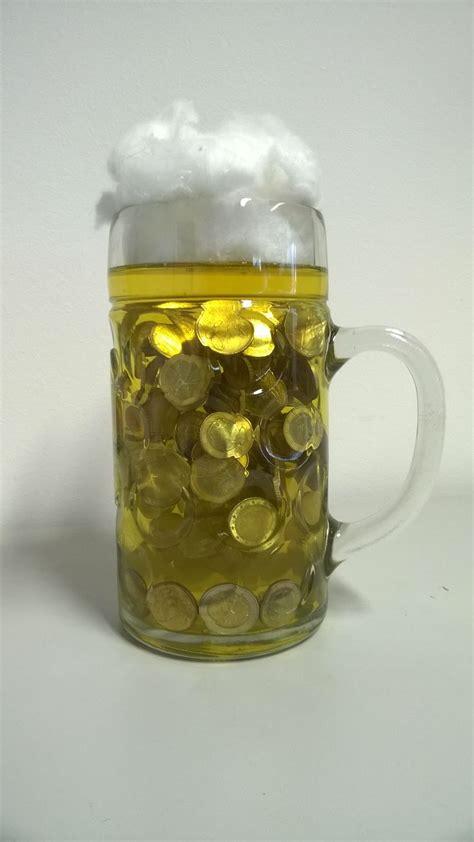 eine bier masskrug voll geld gift  money  coins