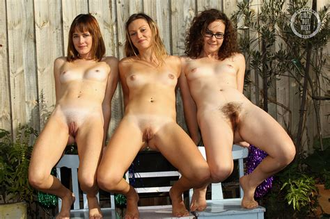 Young naked girls solo les - Solo