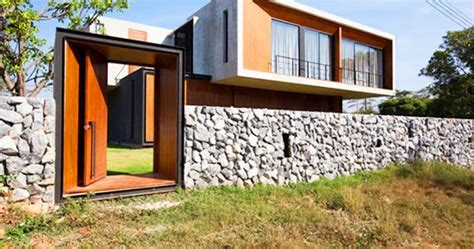 memanfaatkan batu sebagai pagar rumah  inspirasi