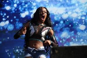 Azealia Banks lashes out at rock band on Australia tour