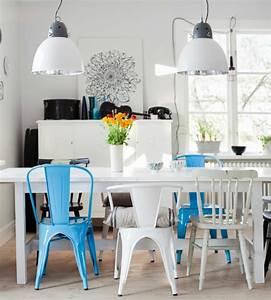 Table Chaise Salle A Manger : chaise depareillees dans salle a manger couleur bleu blanc ~ Teatrodelosmanantiales.com Idées de Décoration