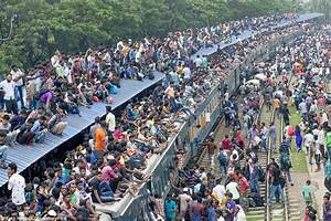 1000s Of Muslims Try To Leave Bangladeshi Capital To Celebrate End Of Ramadan