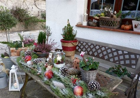 simple outdoor decorating ideas outdoor christmas decoration ideas 30 simple displays