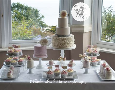 cake tables wedding cakes cut    slice  cake