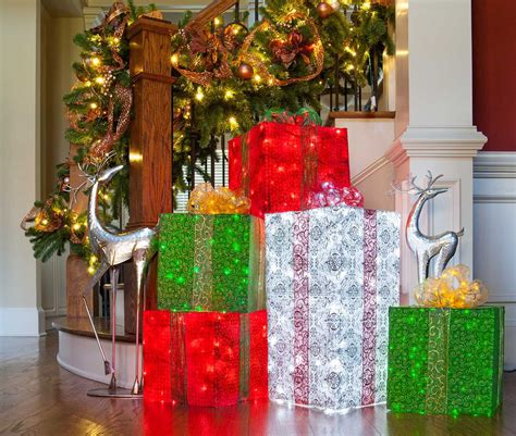 diy wire frame christmas decorations chicken wire frame lighted gift boxes