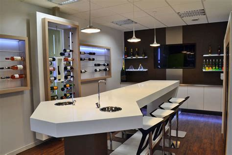 showroom bureau mobilier solid surface et aménagement showroom heineken