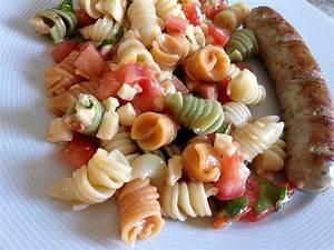 Tomate Mozzarella Rezept : tomate mozzarella nudel salat rezept mit bild ~ Lizthompson.info Haus und Dekorationen
