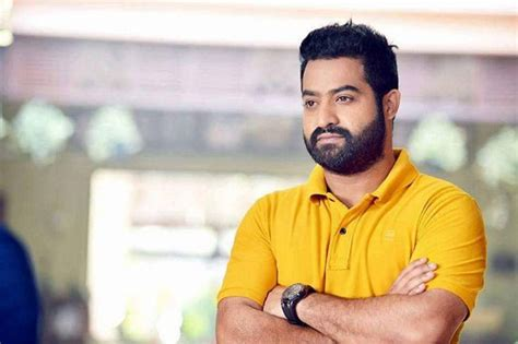 jr ntr wants rajamouli before trivikram