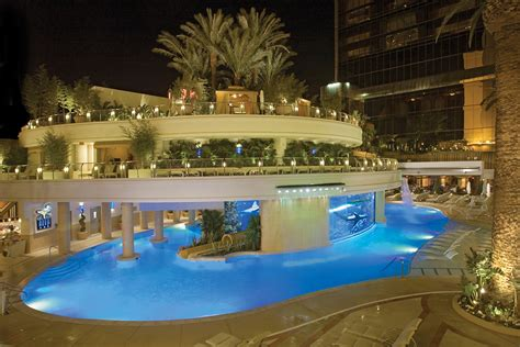 Best Pools In Vegas For Pool Parties, Swimming, Cocktails
