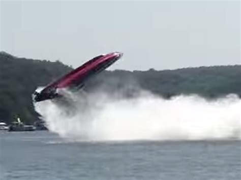 Boat Parts Lake Of The Ozarks by Speed Boat Crash Lake Of The Ozarks