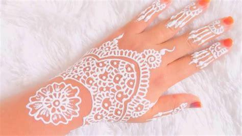 Henna yang bagus tergantung dengan campuran bahan yang digunakan dan bagaimana kualitas tanaman henna itu sendiri. Cara Membikin Henna Yang Gampang - gambar henna tangan simple dan bagus