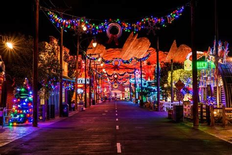 ultimate  disneyland christmas guide disney tourist blog