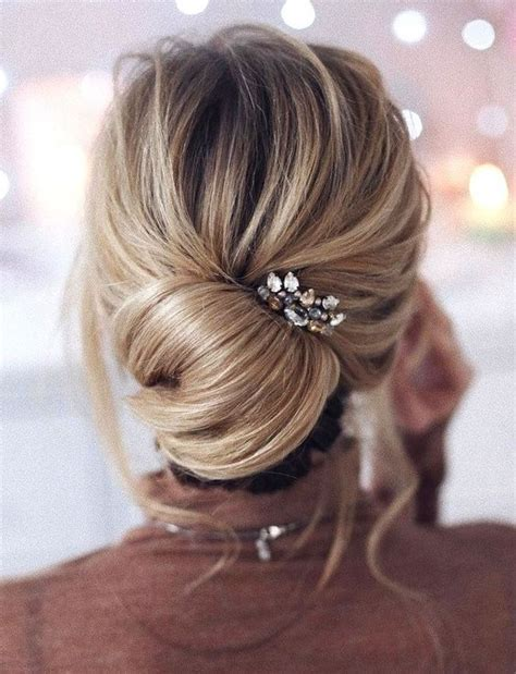 25 chic bridesmaids hairstyles for medium length hair
