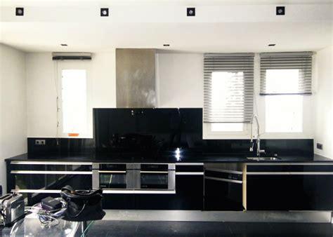 credence cuisine miroir crédence en verre quot noir brillant quot abm miroiterie vitrerie