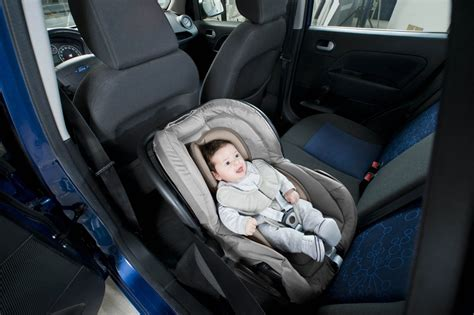 reducteur siege auto universel babymoov coussin réducteur pour siège auto cosyseat taupe